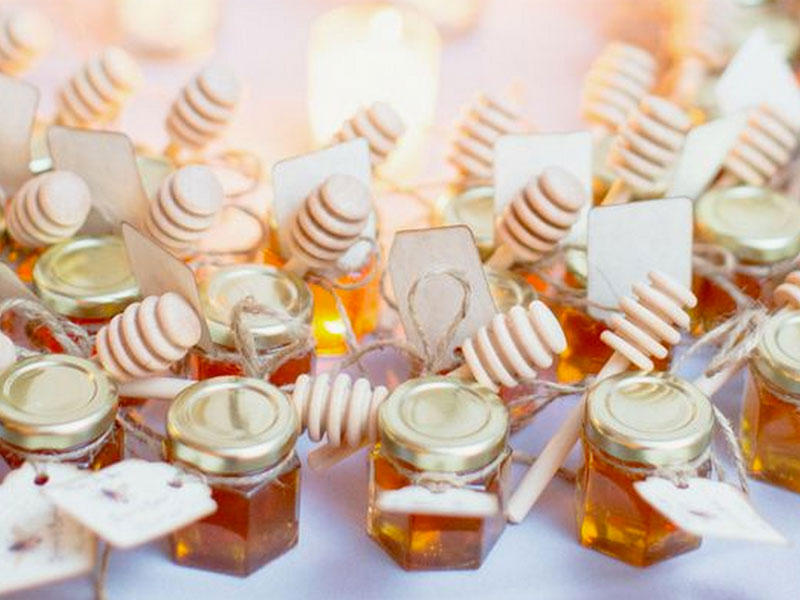 Small jars of honey are also some of the favourite choices for door gifts. Honey can be used for cooking and baking or even for a cough remedy ... & Top 5: What Door Gift To Prepare For Your Wedding Guests pezcame.com