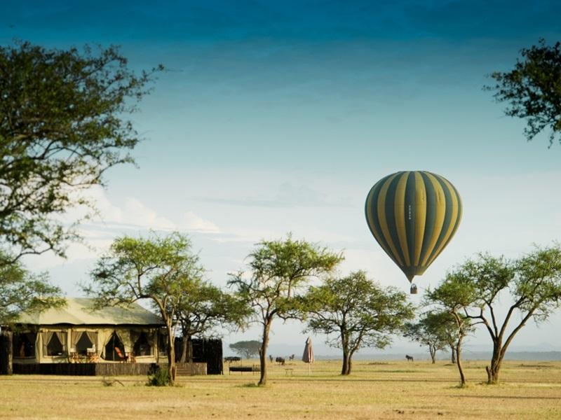 singita-sabora-tented-camp-with-hot-air-balloon