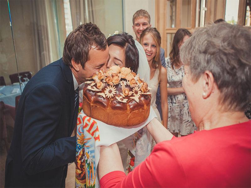 unique-wedding-traditions-08