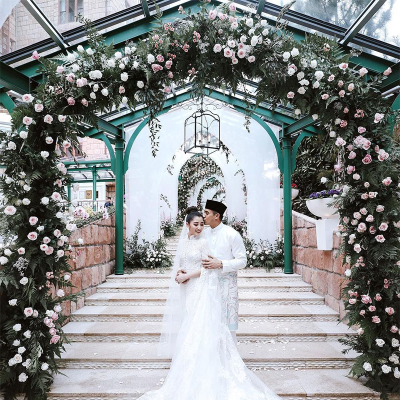 faliq nasimuddin and chryseis tan's private wedding white wedding wear wedding ideas