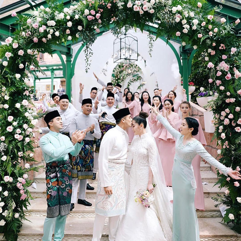 faliq nasimuddin and chryseis tan's private wedding celebrating with friends and family turqoise and pink theme
