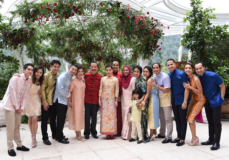faliq nasimudding and chryseis tan private wedding the chateau family photo