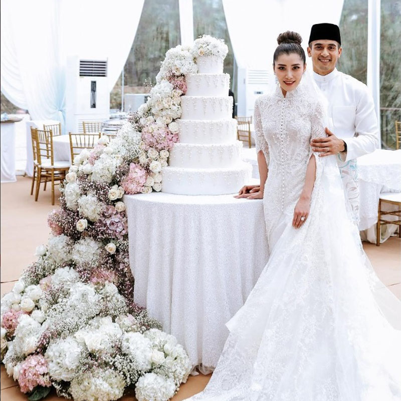 faliq nasimuddin and chryseis tan white wedding cake